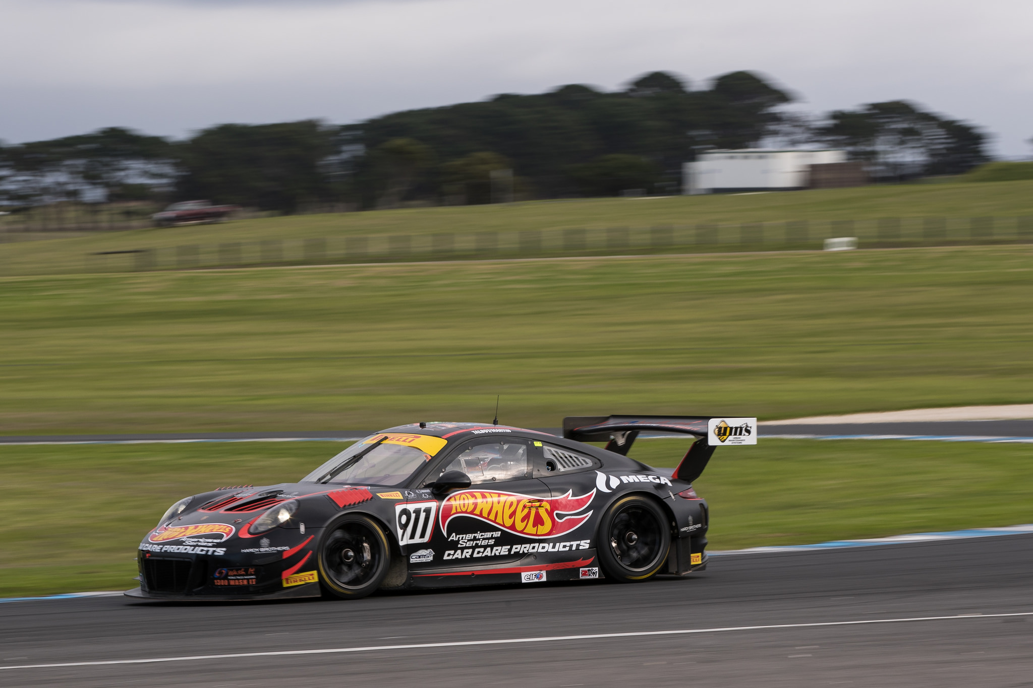Phillip Island proves elusive again for dominant Talbot and Martin