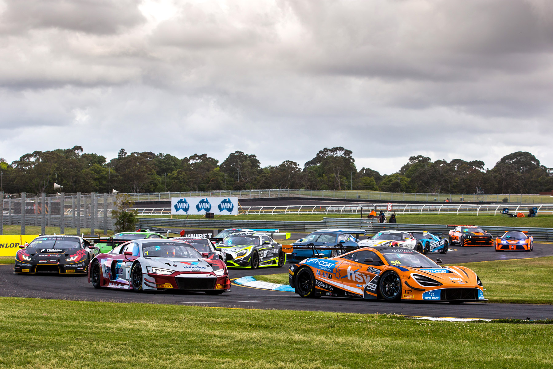 Hackett continues Australian GT winning streak at Sandown